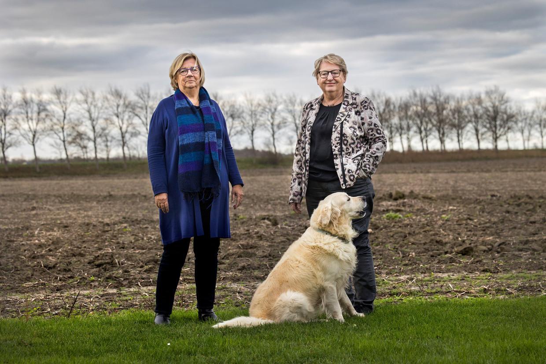 Oud-actievoerders Aly Wisse (r) en Josje de Koning togen dertig jaar geleden al met trekkers naar Den Haag. Ze kijken met afgrijzen naar de boerenprotesten van nu.