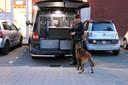 Bij de inval van de woning zette de politie ook een drugshond in