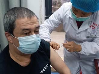 """Philip Soubry (55), eerste Belg die besmet raakte, krijgt vaccin in China: """"In meeste miljoenensteden is iedereen al ingeënt"""""""