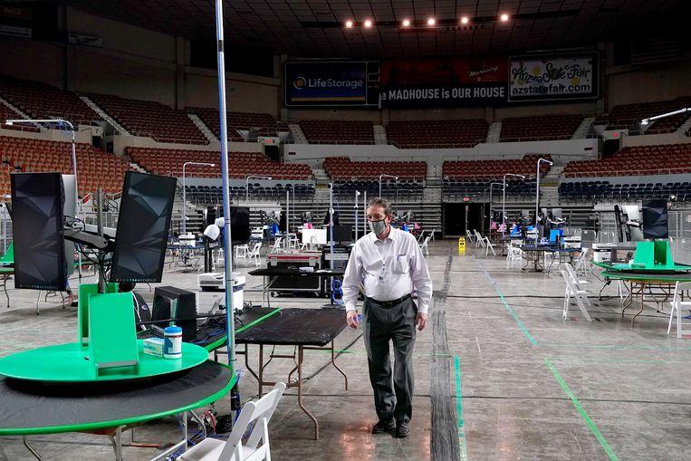 De Arizona Veterans Memorial Coliseum waar de hertelling is begonnen.  Beeld AP