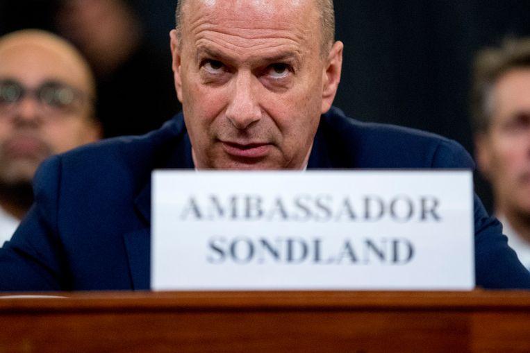 Gordon Sondland, de Amerikaanse ambassadeur bij de EU, tijdens zijn getuigenis in het Congres.  Beeld AP