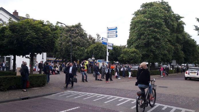 Zeker honderd wachtende reizigers zagen de aanrijding gebeuren.
