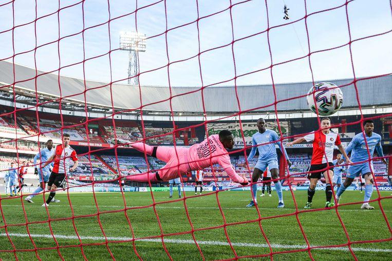 Steven Berghuis van Feyenoord scoort  2-0 tegen PSV. Beeld EPA