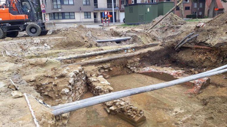 De werken lagen geruime tijd stil door archeologische opgravingen.