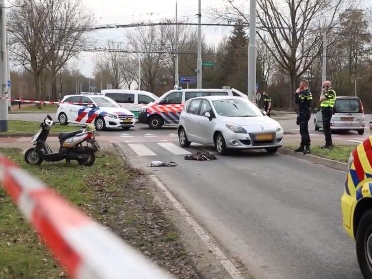 Scooterrijder zwaargewond door botsing met auto in Arnhem
