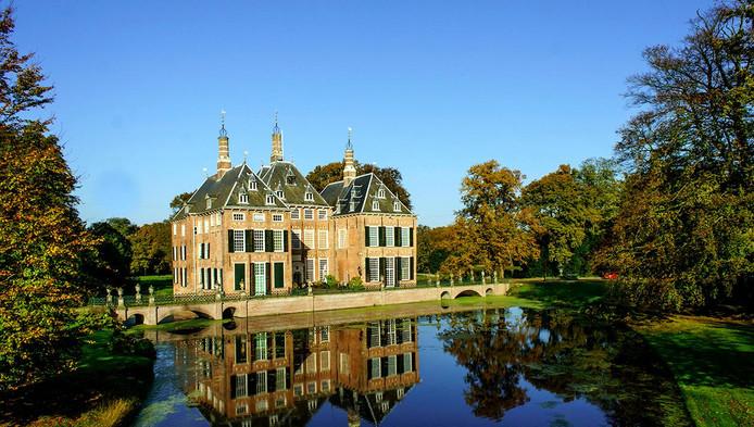 Kasteel Duivenvoorde in Voorschoten heeft met subsidie van de provincie de pronkzaal kunnen herstellen.