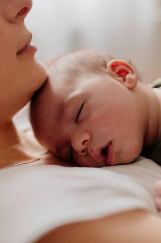 """Tips van een coach om je baby te laten doorslapen: """"Tutjes zijn geen goed idee"""""""