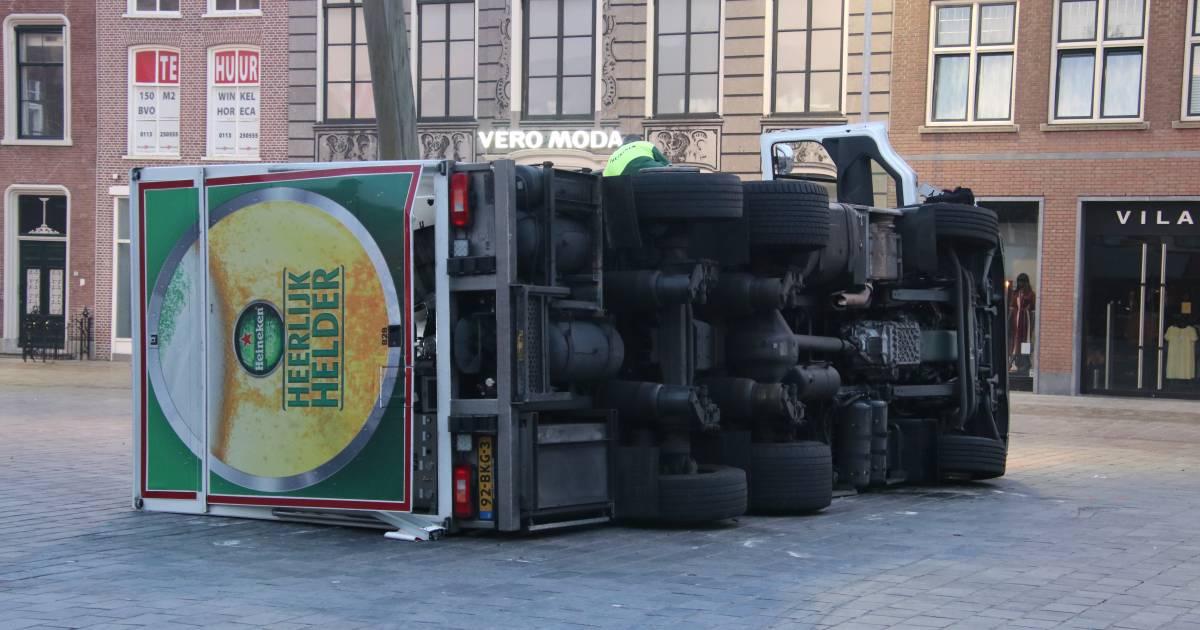 Vrachtwagen met 12.000 liter bier gekanteld.