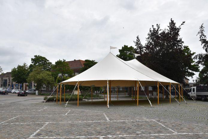 De sheltertent op de Markt van Maldegem.