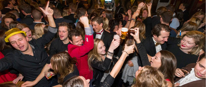 Drukte in 't Pumpke aan de parade in Den Bosch