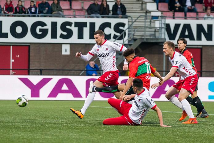 Arnaut Groeneveld maakt de 0-1.
