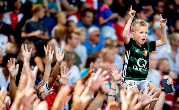 Supporters op de tribune bij Feyenoord.