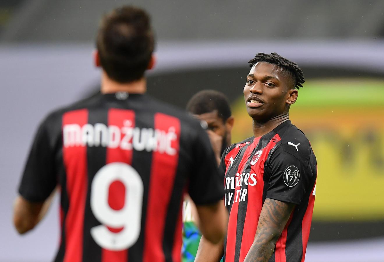 Ongeloof bij Rafael Leao en Mario Mandzukic nadat AC Milan een voorsprong heeft verspeeld.