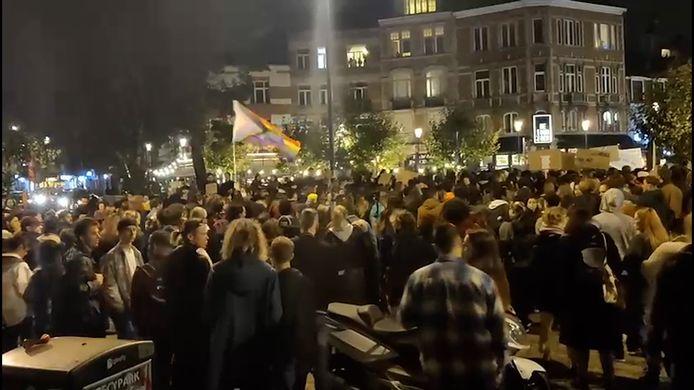 """Manifestation à Ixelles à la suite des accusations, sur les réseaux sociaux, d'agressions sexuelles au sein des cafés """"Waff"""" et """"El Café"""""""