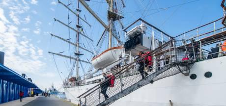 """Nieuw cruiseponton ontvangt opleidingsschepen Hogere Zeevaartschool Antwerpen: """"De officiële opening volgt nog"""""""