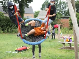 Kinderen testen vernieuwd speelplein Rijtenhof uit