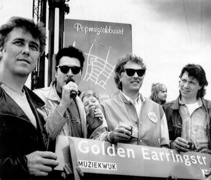 In de Muziekwijk in Almere bestaat een Golden Earringstraat. De bandleden mochten hem in 1991 zelf onthullen. In een groeistad als Almere zijn veel meer straatnamen te verdelen dan in Den Haag.