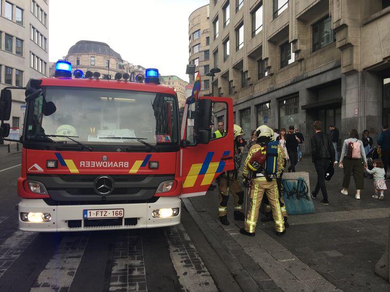 Brandweer aan Brussel-Centraal. Beeld Dieter Nijs