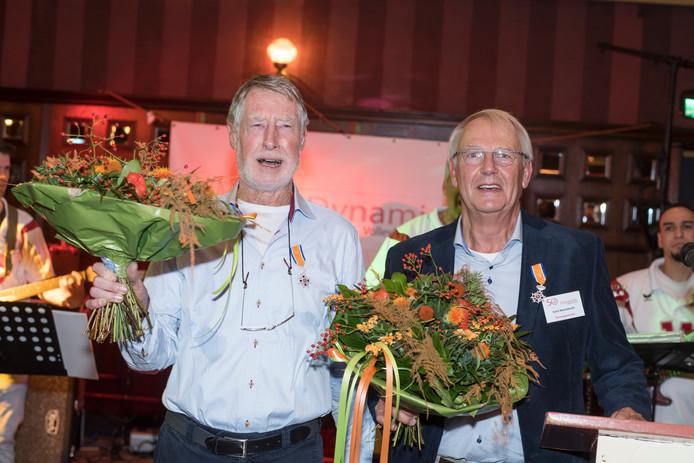 Evert Barendrecht en Tijmen Koudijs van volleybalvereniging Dynamiek in Goor: kersverse leden in de Orde van Oranje-Nassau.
