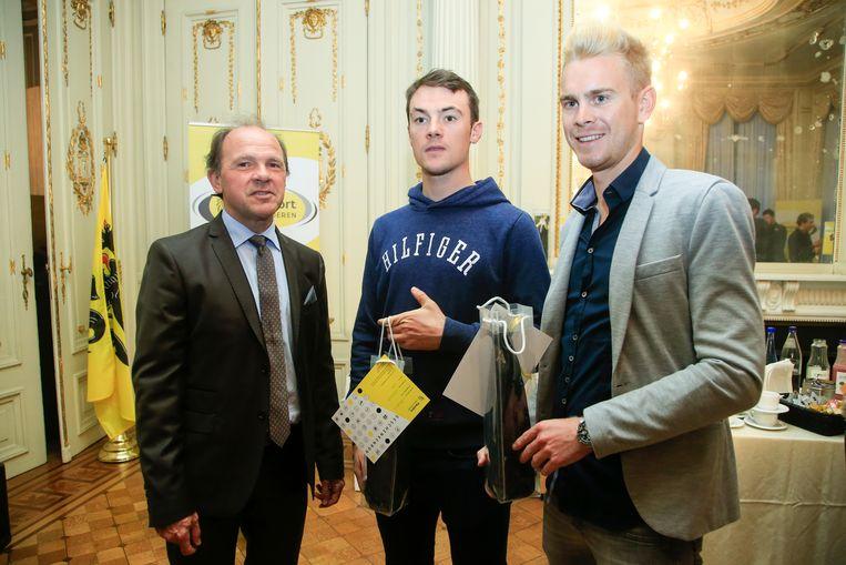 Minister Muyters met Yves Lampaert en Julien Vermote. Beeld BELGA