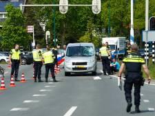 Fietser met spoed naar ziekenhuis vervoerd na  aanrijding met auto in De Bilt