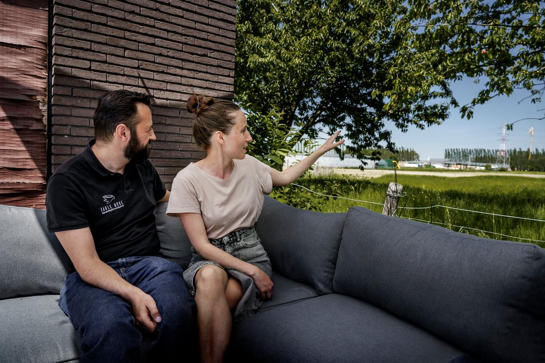 Jeroen Van Reeth en Caroline Van der Cruyssen wonen al tien jaar in Zwijndrecht. Beeld © Eric de Mildt