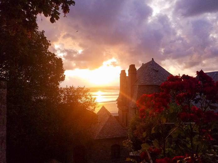 Je moet er wel voor om 7.00 uur 's ochtends op, maar dan heb je ook wat. Deze foto werd genomen vanaf de Mont Saint Michel in Frankrijk.