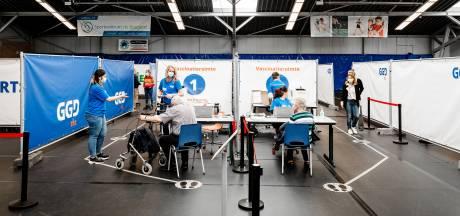 Twee vaccinatiehallen gaan dicht, andere locaties schalen af: 'Maar nog geen reden om te juichen'