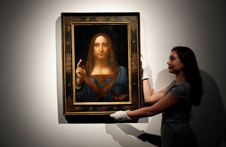 'Salvator Mundi' werd in 2017 geveild voor een recordbedrag van 450 miljoen dollar, en werd daarmee het duurstverkochte schilderij ter wereld.  Beeld AP