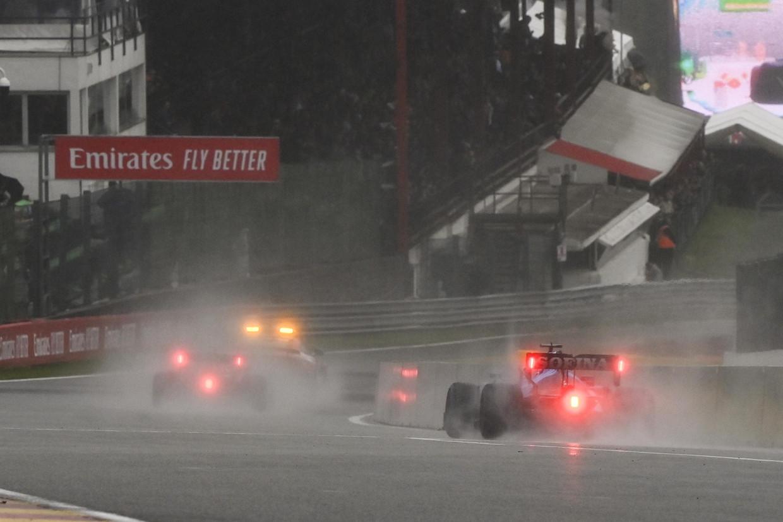 De helse omstandigheden in Spa maakten racen onmogelijk. Beeld Photo News