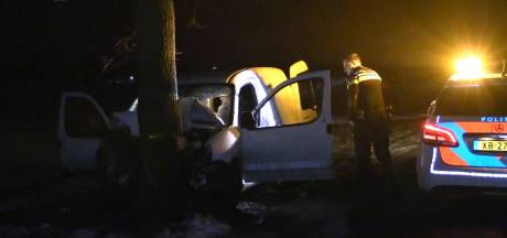 Bestuurder gewond bij zwaar ongeluk in buitengebied Haaksbergen