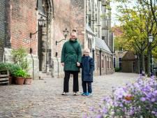 Hoe dichter bij Dordt, hoe gelukkiger Melanie (34) wordt: 'Zolang ik de Grote Kerk kan zien, ben ik blij'