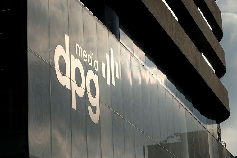 Het logo van DPG Media op het redactiegebouw in Antwerpen. Beeld BELGA
