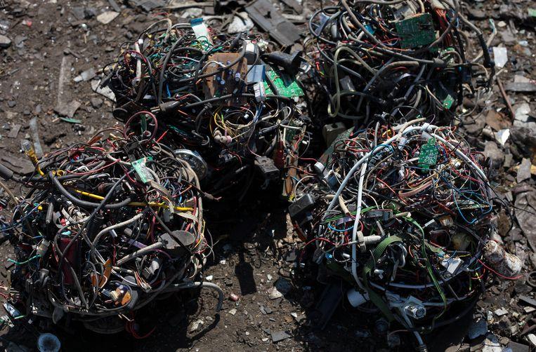 Elektronisch afval, bestemd voor de brandoven.  Beeld EPA