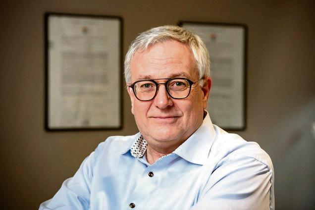 Dirk Devroey, doyen de la faculté de médecine et de pharmacie de la VUB, professeur et médecin généraliste