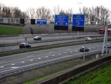 We rijden braaf 100 per uur op de snelweg: 'We relativeren door coronacrisis'