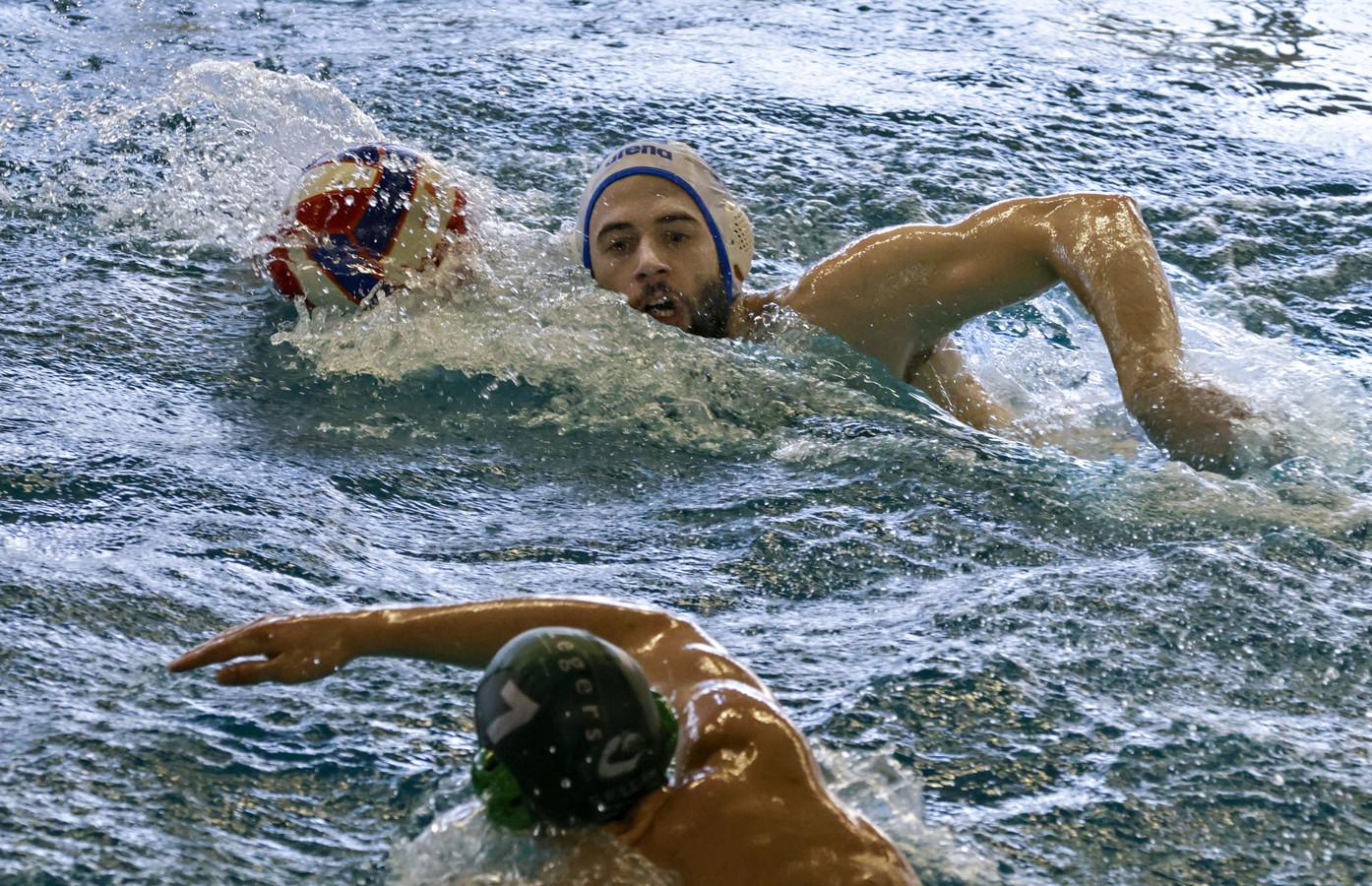 Luka Jovanovic in actie  tijdens de wedstrijd ZPB - Polar Bears.