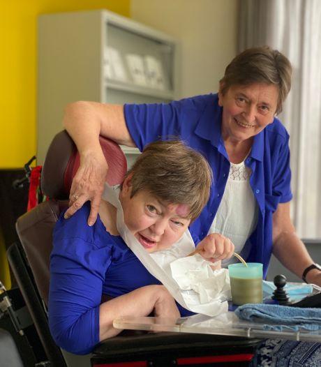 """Rita (75) en duizend andere mantelzorgers in de bloemetjes gezet: """"Zoiets vraagt moed, geduld en hopen energie"""""""