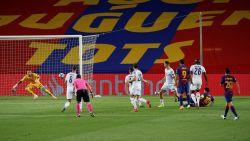 """""""Onwaarschijnlijk"""": Als u denkt dat hij u niet meer kan verbazen, scoort Messi al liggend onvoorstelbare goal"""