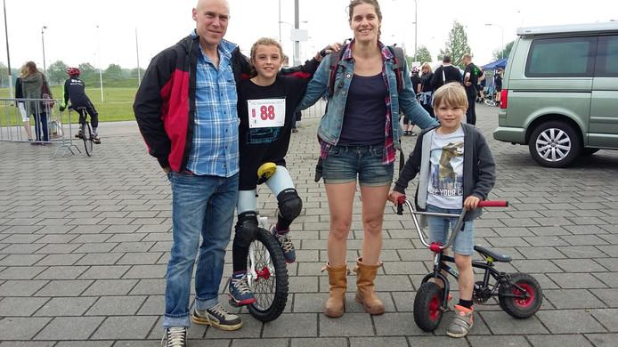 Lotje (10) en ouders en broertje uir Antwerpen gaat voor de 800 meter.