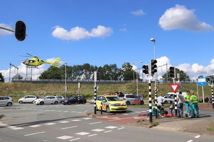 De traumahelikopter landt op de kruising van het ongeval, niet ver van het Utrechtse centrum.