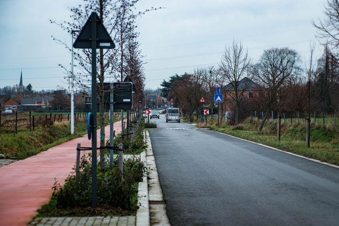 In de Tuinlei rijdt nog altijd verkeer in twee richtingen.