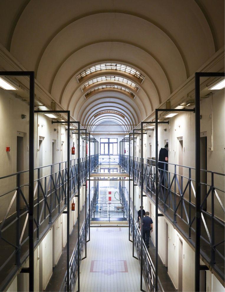 Freddy C.: 'In de gevangenis is het doodstil. Het enige wat je hoort, is de kar met eten die komt aangerold en de cipier die de celdeuren opent.' (Foto: Hulpgevangenis Leuven) Beeld