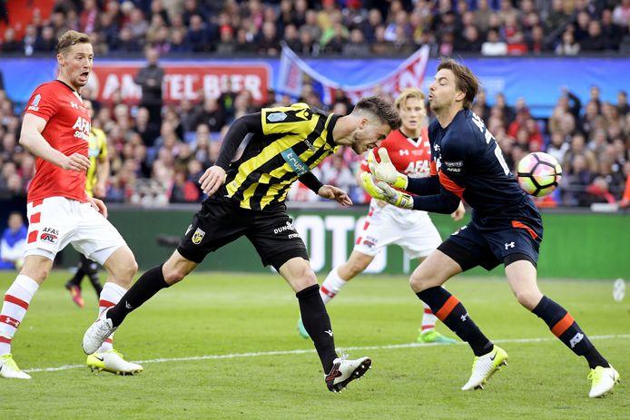 Ricky van Wolfswinkel scoorde twee keer tijdens de bekerfinale tussen Vitesse en AZ (2-0).