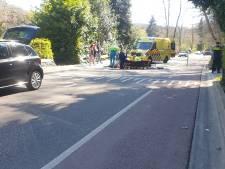 Wielrenner gewond door botsing met auto in Beek