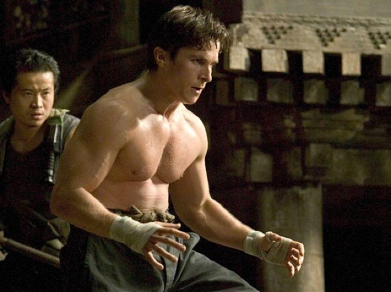 Christian Bale als spierbundel in 'Batman Begins'. Beeld rv