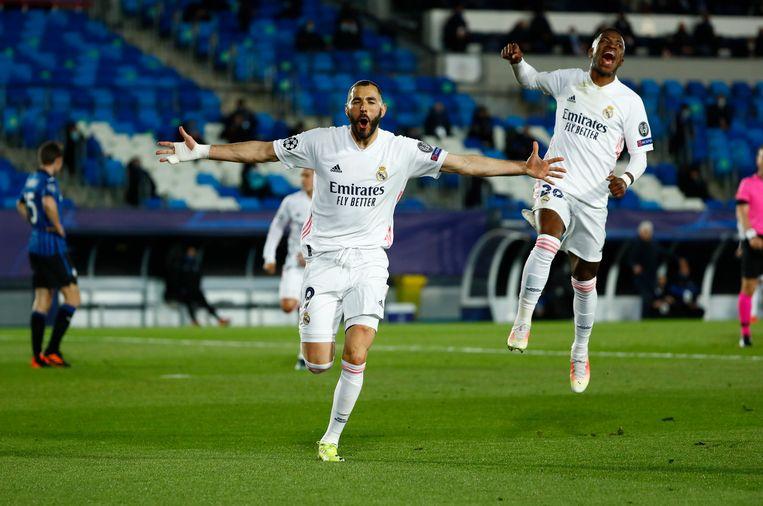 Karim Benzema maakt de 3-1 tegen Atalanta, het is zijn 70ste Champions League-goal. Beeld Reuters