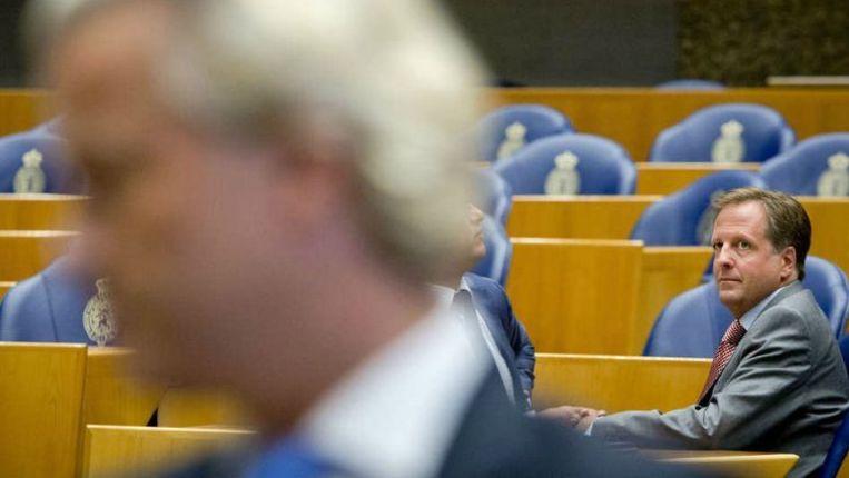 Alexander Pechtold tijdens de regeling van de werkzaamheden in de Kamer, waar de flirt met het kabinet ter sprake kwam. Beeld Novum