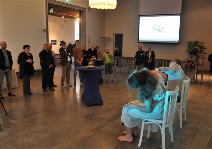 Opening van de fototentoonstelling over autisme op het gemeentehuis in Oosterbeek.