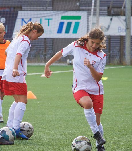 18 kinderen voetballen drie dagen als prof bij TOP Oss
